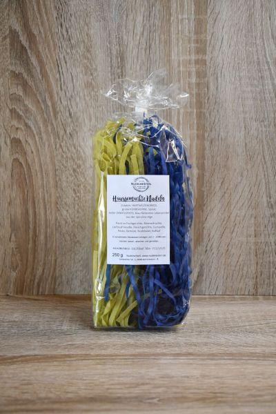 grün-blaue breite Spaghetti